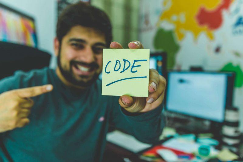 オンライン・オフラインどちらのプログラミングスクールが良いの?